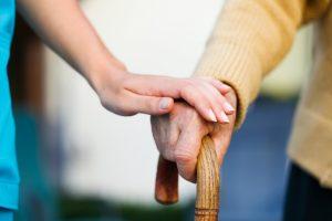 Лучшим и наиболее любимым для Аллаха из людей является тот, кто приносит больше пользы другим. Одним из таких людей является тот, кто помогает слабым
